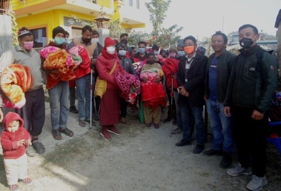 न्याम्डो त्रिरत्न पुननिर्माण समितिद्धारा पोखरामा न्यानो कपडा र खाद्यान्न वितरण