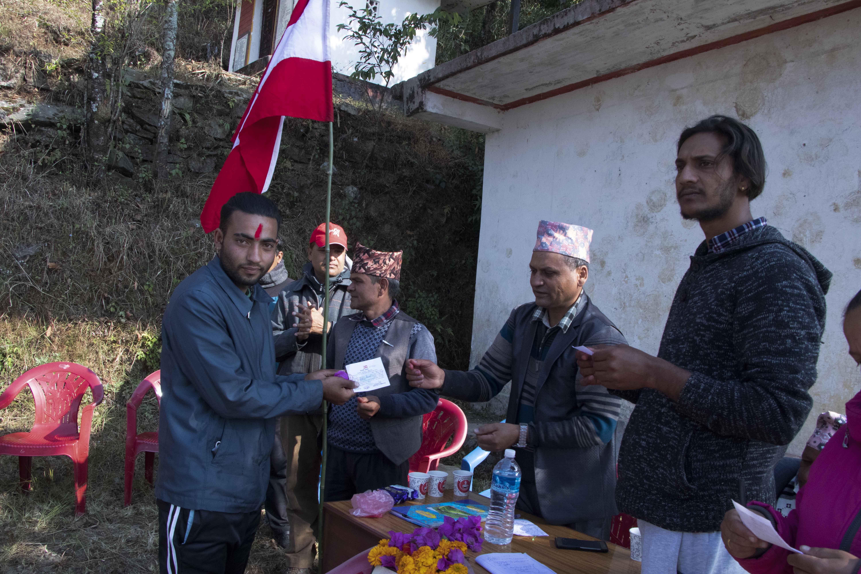 पोखरा २४ कास्कीकाेटमा ने.क.पा का  एक दर्जन नेता तथा कार्यकर्ता नेपाली कांग्रेसमा प्रवेश
